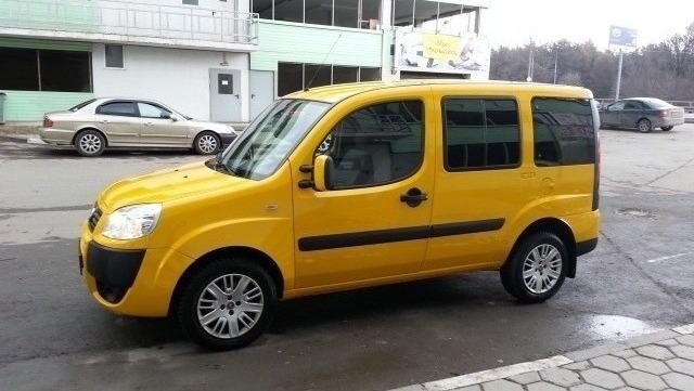 В наличии желтое такси